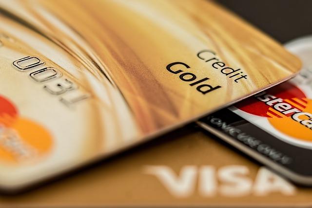 πιστωτικές-κάρτες-με-δωρεάν-συνδρομή